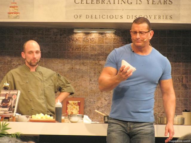 culinary-demonstration-robert-irvine-oct-22-2010-11