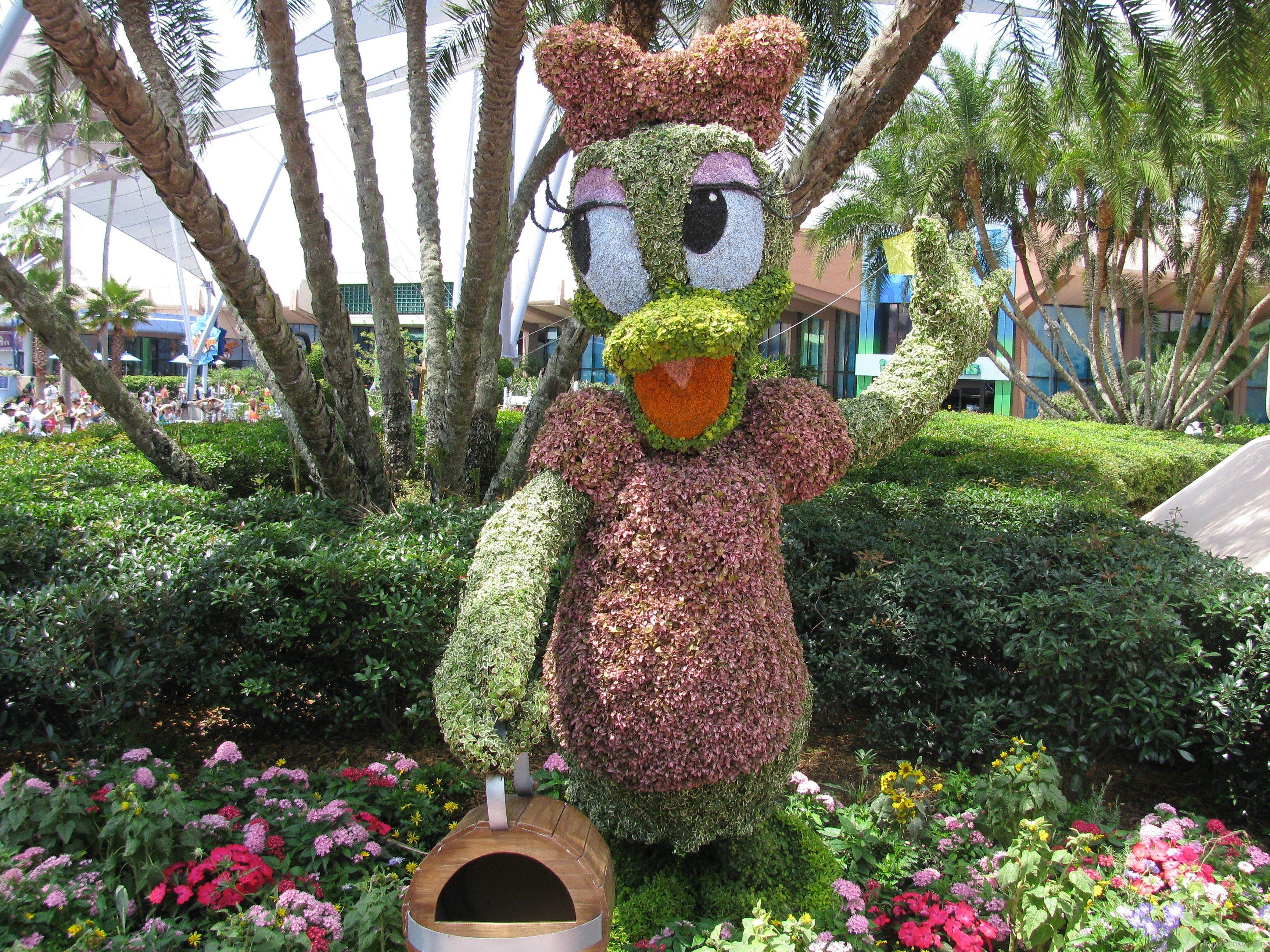 Disney Topiary Part - 17: 2011-epcot-flower-garden-festival-8