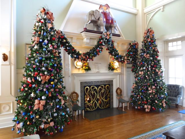 2012 holiday decorations boardwalk inn walt disney world