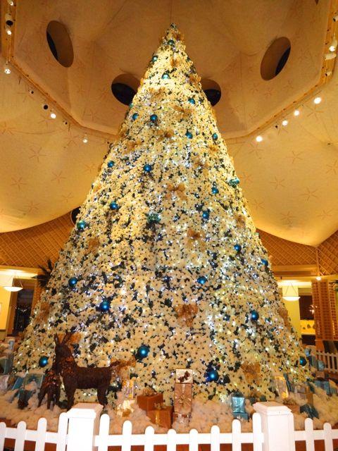 Christmas Decorations At Disney World Hotels : Dolphin resort at walt disney world holiday
