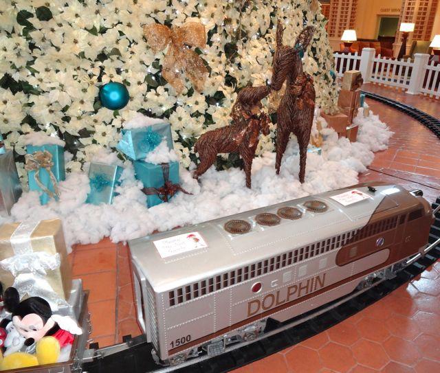 2012 Holiday Decorations - Dolphin Resort - Walt Disney World - 09