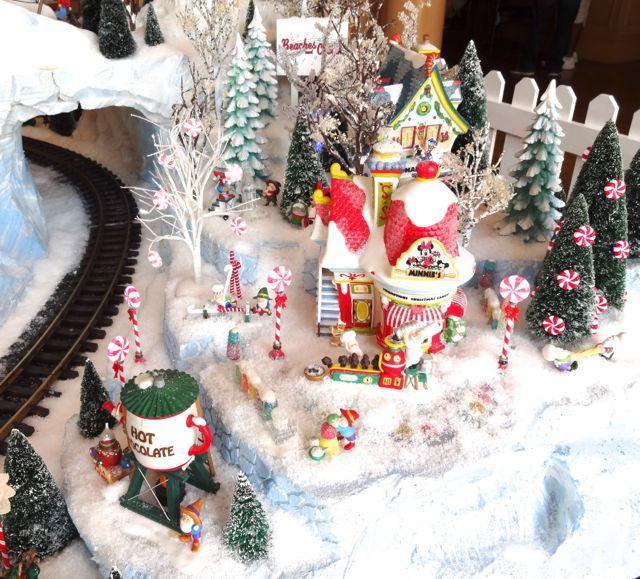 Christmas Decorations At Disney World Hotels : Holiday decorations yacht club resort at walt