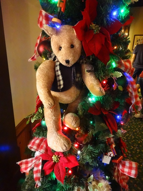 more teddy bears adorn the garland in the toy store